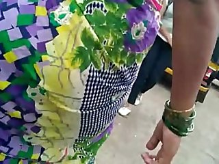 BEAUTIFUL WOMEN IN SAREE EXPOSING ON ROAD