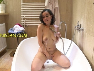 Indian sexy bhabhi nude shower video showing her desi pussy, nice boobs and round big ass.